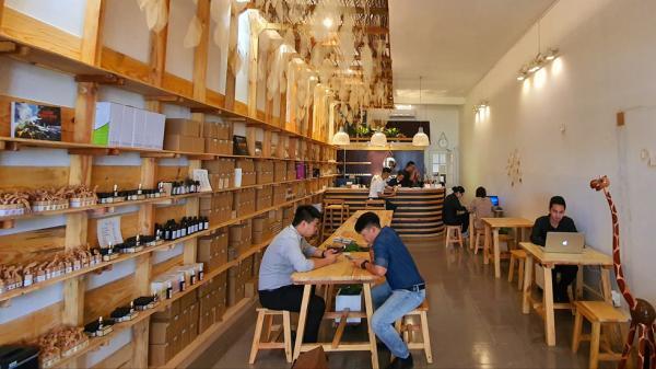 Sài Gòn: Xuất hiện quán cà phê không ghi giá, trả nhiêu cũng được