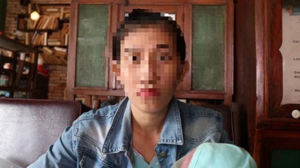 """Tình cảnh khốn cùng của người vợ đang ngủ với chồng thì liên tục bị gọi """"đi khách"""" ở Sài Gòn"""