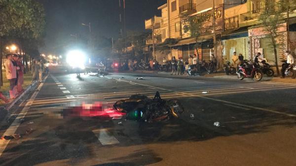 Hai xe máy tông trực diện, 3 người t hương vong trong đêm ở TP.HCM