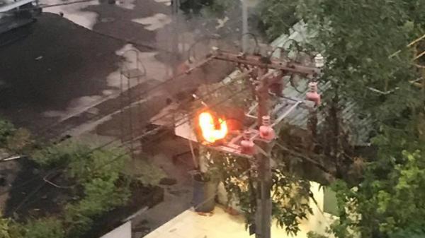 Đã tìm ra nguyên nhân cột điện ở Sài Gòn nổ lớn rồi bốc cháy dữ dội