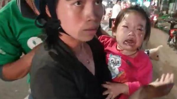 Hàng loạt người đi xe máy n gã trên Quốc lộ 13, trẻ em gào khóc thất thanh