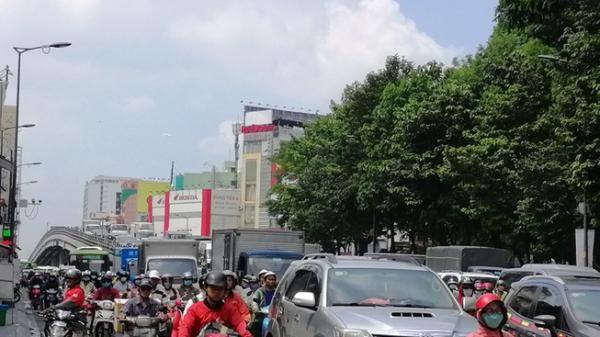 Vì sao giao thông quanh Công viên Hoàng Văn Thụ tê l iệt?