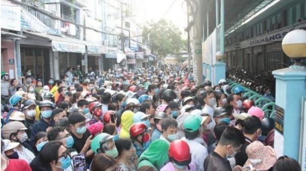 """Ch.en l.ấn để mua khẩu trang """"chưa từng thấy"""" ở Sài Gòn"""
