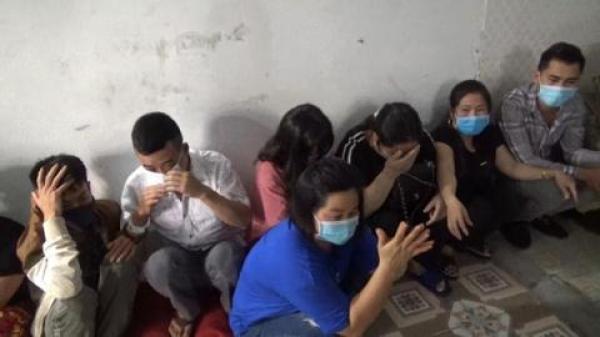 38 nam thanh nữ tú đến từ Phú Thọ, Vĩnh Phúc,... bị t.óm khi đang vừa đeo khẩu trang vừa đ.ánh b.ạc