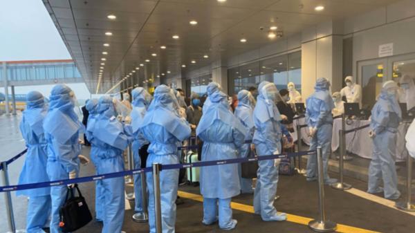 4 chuyến bay chở 180 khách từ châu Âu về Tân Sơn Nhất, Vân Đồn