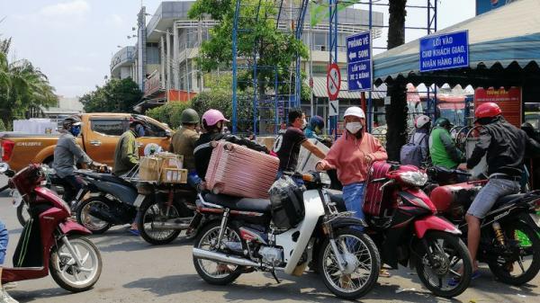 TP.HCM: Bến xe Miền Đông đông lạ thường sau nhiều ngày vắng vẻ