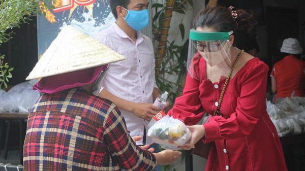 Quán cơm 0 đồng có shipper giao cơm miễn phí ở Sài Gòn