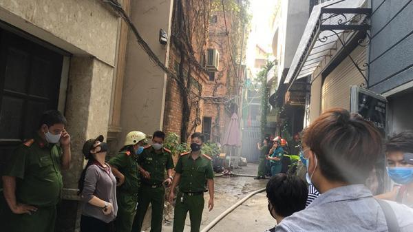 Cháy spa ở Sài Gòn, nhiều người hoảng loạn