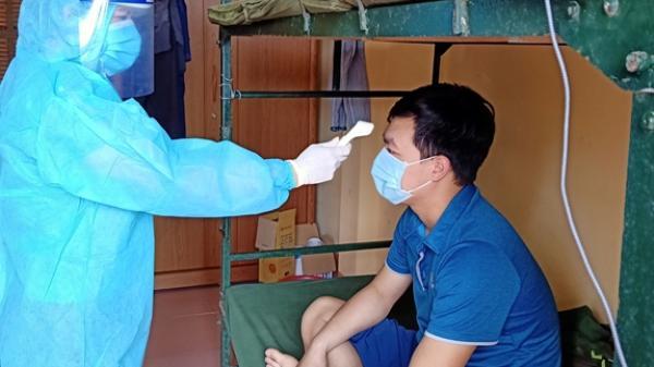 """Nữ Thiếu tá """"trường kỳ"""" phục vụ trong khu cách ly ở Hưng Yên"""