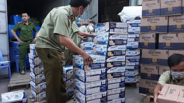 TP.HCM: Đột kích kho hàng chứa lượng lớn sữa Ensure và bia không rõ nguồn gốc