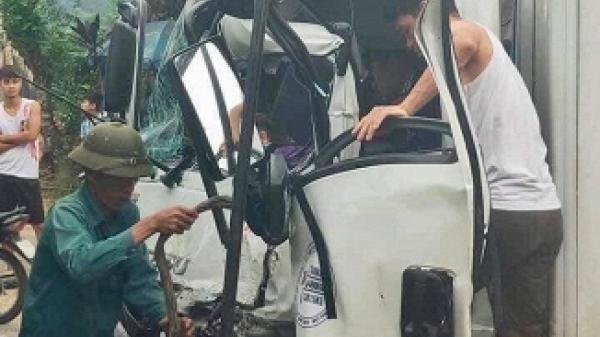 Hiện trường vụ xe ben đấu đầu xe tải ở Phú Thọ, 1 người bị thương nặng