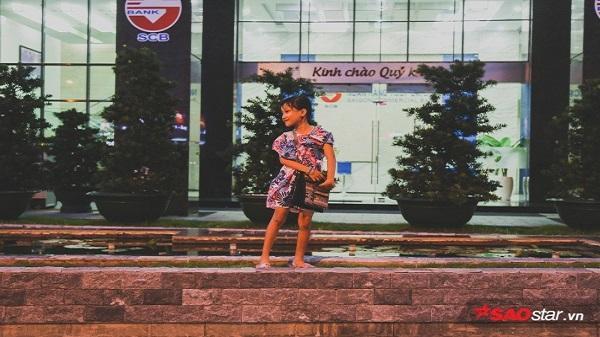 Hành trình rong ruổi mưu sinh của 'Tú nhỏ': Cô học trò lề đường đáng yêu