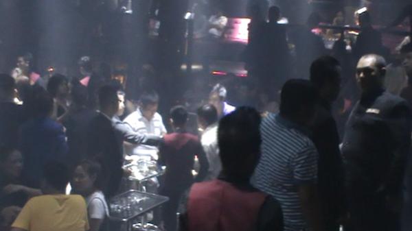 Đột kích quán bar ở trung tâm Sài Gòn, khoảng 200 dân chơi có biểu hiện phê ma tuý
