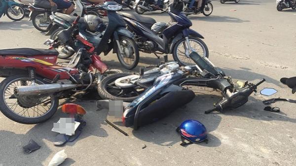 """Nam thanh niên """"bỏ của chạy lấy người"""" sau va chạm giao thông ở Sài Gòn"""