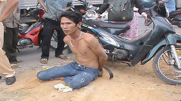 Cướp túi xách của sinh viên, bị CSGT tóm gọn