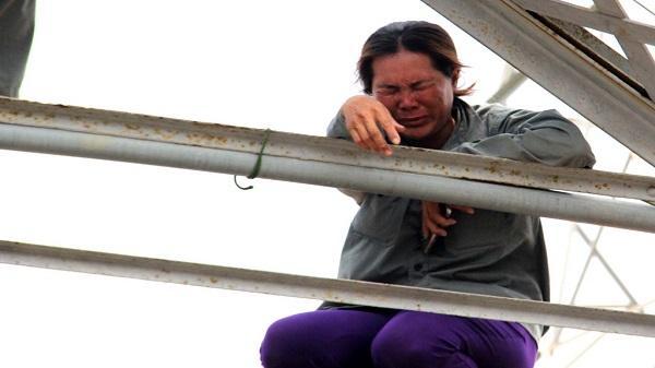 Người mẹ khóc ngất khi con 11 tuổi bị cuốn mất tích trên sông Sài Gòn