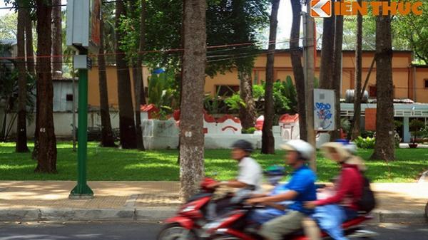 Kỳ bí những mộ cổ nằm vị trí oái oăm giữa Sài Gòn