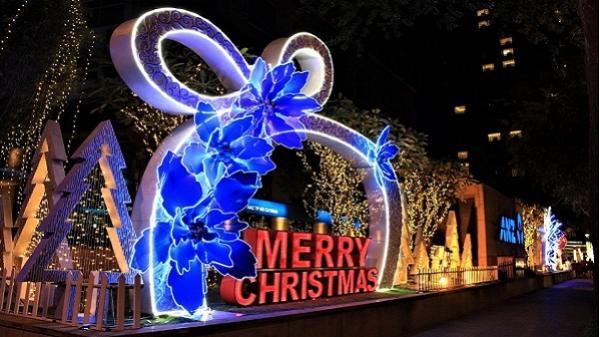 Dạo một vòng TP. Hồ Chí Minh để thấy Giáng sinh đang về rất gần