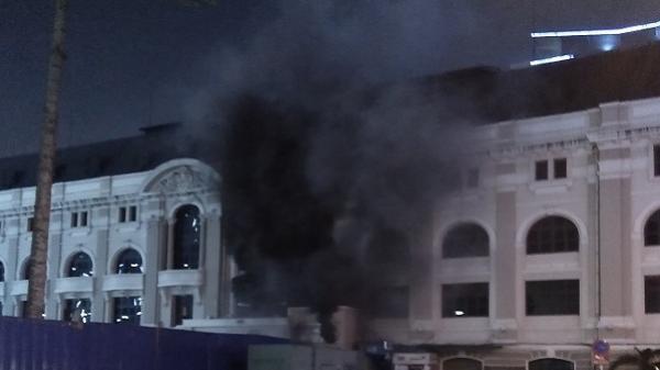 Trạm phát điện kế bên bất ngờ phát hỏa khiến nhiều người hoảng sợ, Nhà hát lớn TP.HCM hủy show diễn