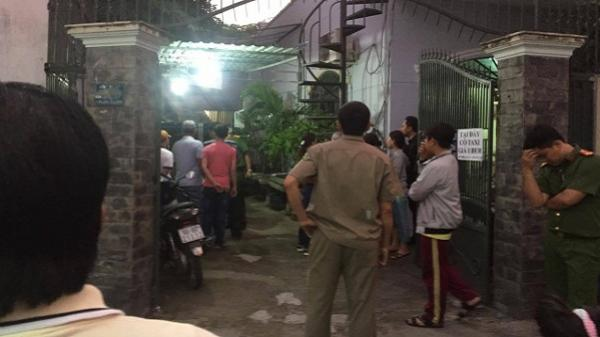 Vợ khóc ngất bên thi thể chồng tử vong trong tư thế treo cổ ở Sài Gòn