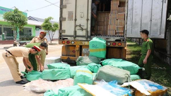 Bắt ôtô chở 2 tấn thịt bốc mùi từ Hà Nội vào Sài Gòn tiêu thụ