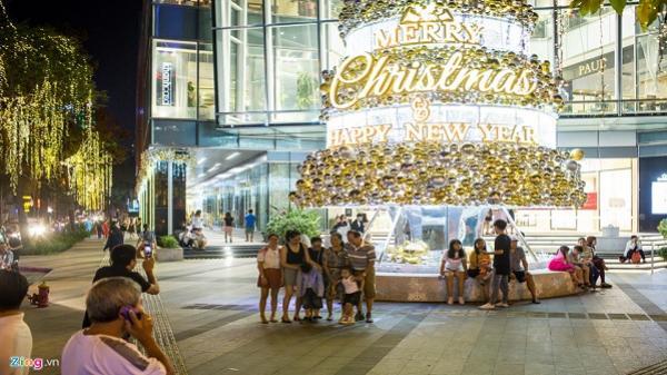 Sài Gòn trang hoàng rực rỡ trước lễ Giáng sinh