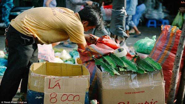 Tết Đoan Ngọ: Người Sài Gòn tất bật chuẩn bị mâm cúng 'diệt sâu bọ'