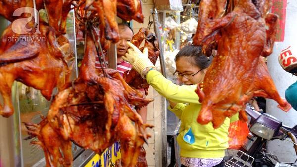 Tết Đoan Ngọ, tiệm vịt quay Sài Gòn bán hơn 2.000 con/ ngày, thu tiền 'khủng'