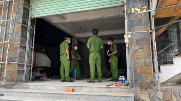 TP. HCM: Bắt 5 người đang trèo tường vào trộm đồ, 2 người dương tính SARS-CoV-2
