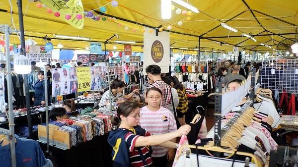Những phiên chợ cuối tuần khiến bạn dễ 'cháy túi' tại TP.HCM