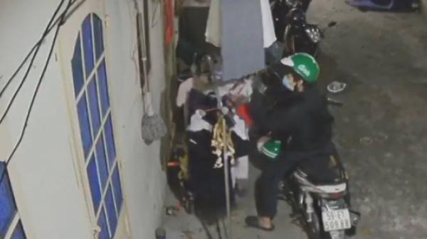 Kẻ bệnh hoạn đội mũ Grab trộm sạch đồ lót nữ sinh ở khu nhà trọ TP.HCM