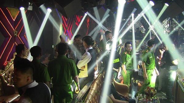 Trăm cảnh sát 'đột kích' 2 quán bar trung tâm Sài Gòn
