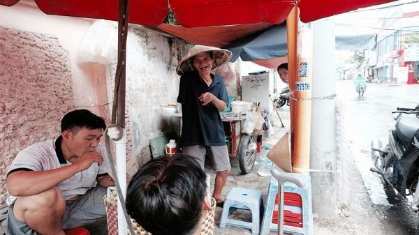 Chuyện của chú Ba Sài Gòn - Người đàn ông 40 năm đẩy xe bán chè vỉa hè chỉ bằng một tay