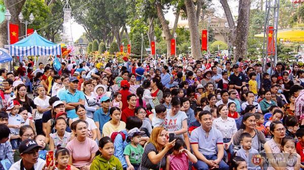 Hàng nghìn người ùn ùn đổ về khu vui chơi trong ngày cuối năm, Thảo Cầm Viên Sài Gòn quá tải