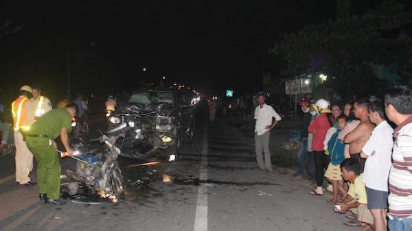 Ôtô lấn trái tông chết đôi nam nữ 18 tuổi biển số TP.HCM trên quốc lộ