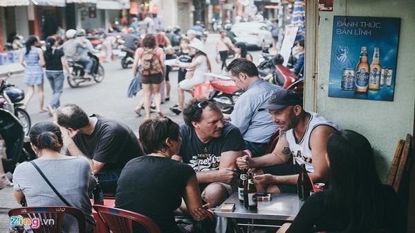 Vỉa hè Sài Gòn rộng trên 3 m, cho phép sử dụng 1,5 m để kinh doanh