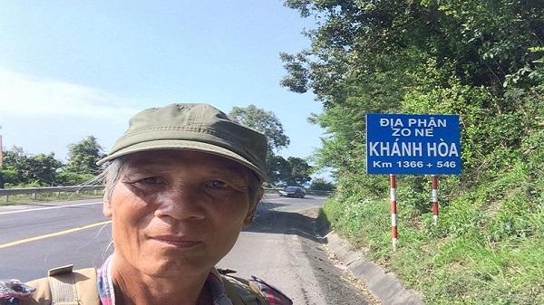 Cụ ông 64 tuổi đi bộ xuyên Việt khiến người trẻ cũng phải 'ngả nón' khâm phục