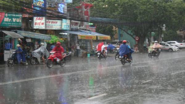 Thời tiết cuối tuần: Sài Gòn mưa dông có thể kèm sấm sét và lốc xoáy