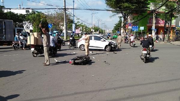 TP.HCM: Vượt đèn đỏ đâm vào ô tô, nam thanh niên đi xe máy tử vong