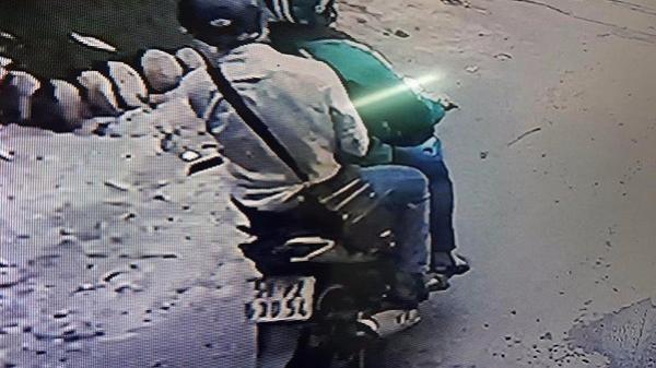 Nam thanh niên dùng hung khí đâm tài xế Grab rồi cướp xe máy tẩu thoát ở vùng ven Sài Gòn