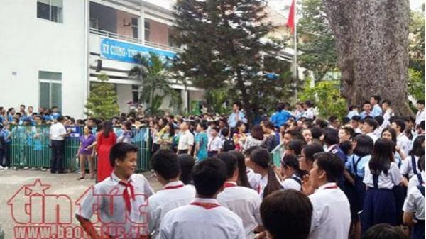 TP.HCM: Cháy lầu 2 trường Lê Quý Đôn, hàng trăm học sinh được di tản