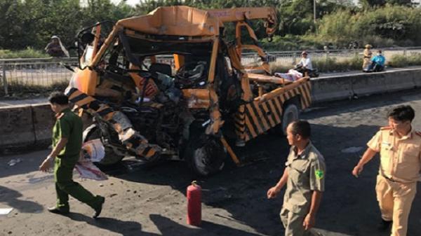 3 người trên xe cứu hộ tử vong sau cú tông đuôi container tại dốc cầu Phú Mỹ