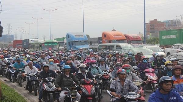 Kẹt kinh hoàng vào Tân Cảng Cát Lái, hàng chục ngàn phương tiện 'chôn chân'