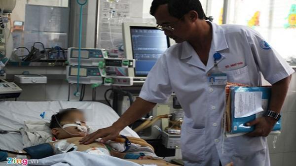 TP.HCM: Bác sĩ ám ảnh khi cấp cứu cho hai bé trai bị chó nhà tấn công