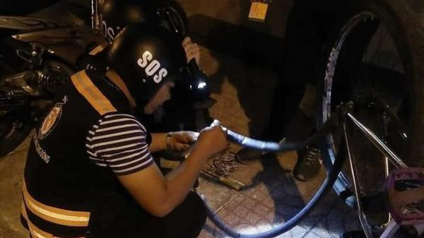 Bị tố sàm sỡ phụ nữ, đội SOS vá xe miễn phí ở Sài Gòn nói gì?