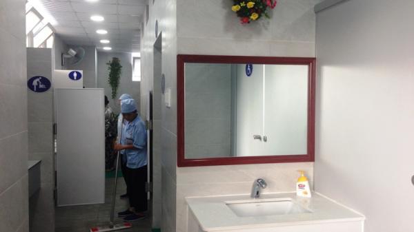 """Nhà vệ sinh """"5 sao"""" ở bệnh viện tại TP.HCM có gì đặc biệt?"""