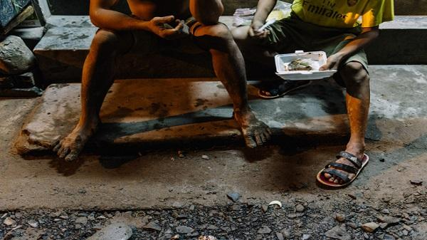 Chùm ảnh: Những công nhân miệt mài dưới lòng đất khi Sài Gòn chìm vào giấc ngủ