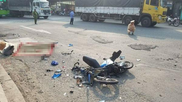 TP.HCM: Nữ sinh chết thảm dưới bánh xe container