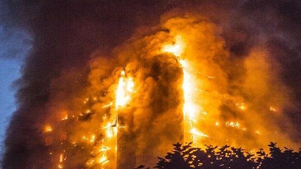 Điều kỳ diệu trong vụ hỏa hoạn ở Anh: Mẹ ném con qua cửa sổ tầng 10, người đi đường bắt trúng
