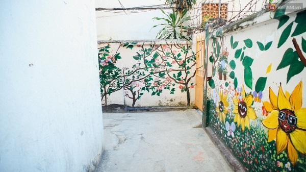 Làm gì có ngõ phố ở đâu lại đẹp và tươi như Sài Gòn hẻm!